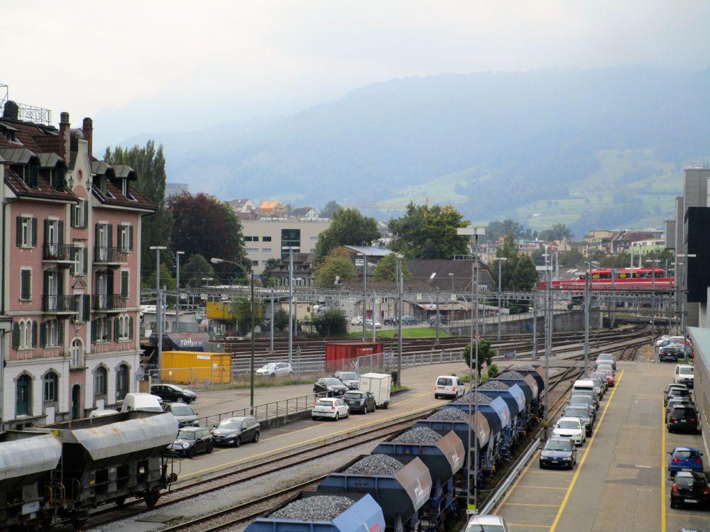 Das Entwicklungsgebiet Rösslimatt von der Bahnhofspasserelle aus gesehen. Im Hintergrund die «Schüür», die bestehen bleibt.