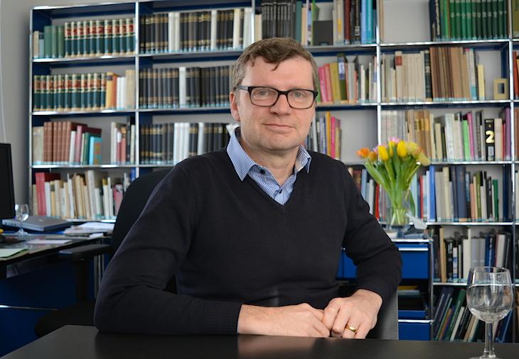 Kurator und Direktor des Historischen Museums Luzern, Christoph Lichtin, in seinem Büro.