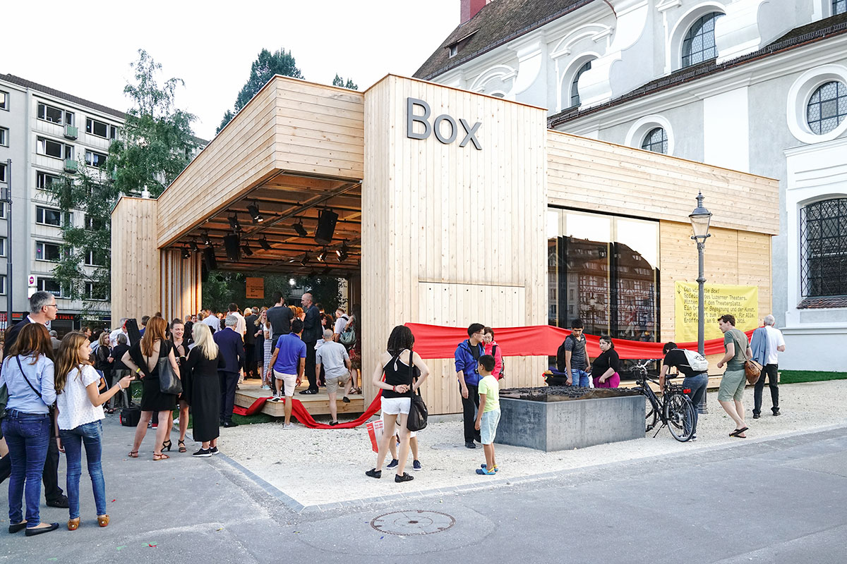 Die Box zwischen Theatergebäude und Jesuitenkirche – wie lange kann sie bleiben? (Bild: zvg/Ingo Höhn)
