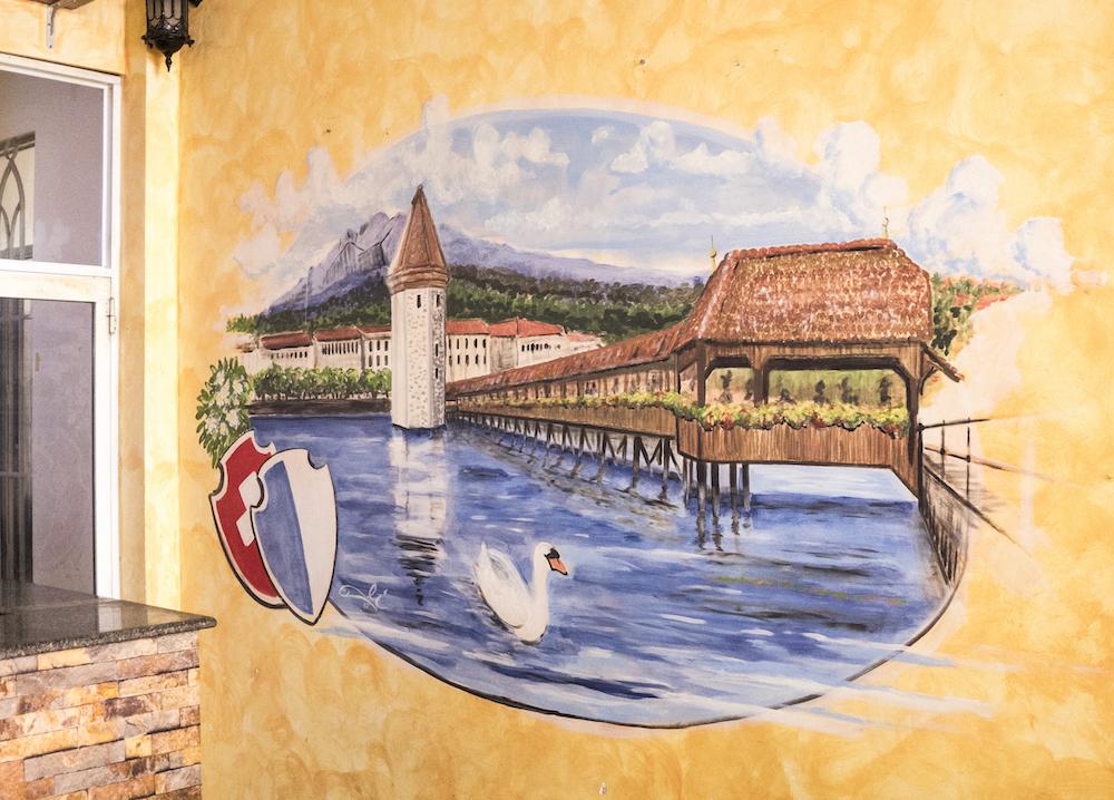 Heimatgefühle: Die Kapellbrücke in Fischlis Restaurant.
