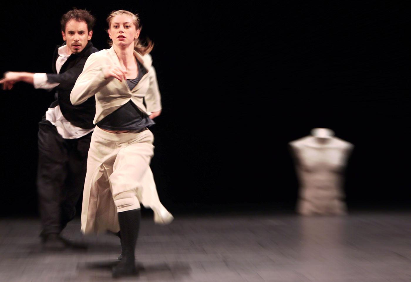 «Suits» im Rahmen von «Tanz 9: Fine Lines» im April 2012: Rachel Lawrence mit ihrem Partner Luca Signoretti.