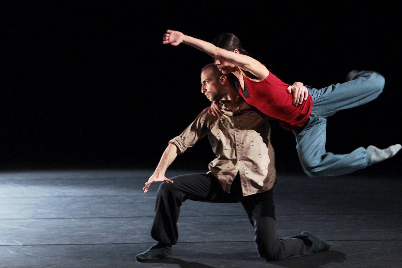 «Drop of Doubt» im Rahmen von «Tanz 9: Fine Lines» im April 2012: Salome Martins mit Ihsan Rustem.