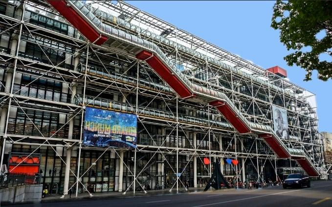 Die Neustadtpassage, die nun wirklich keine Augenweide ist, könnte man durchaus mit einem Centre Pompidou ersetzen.