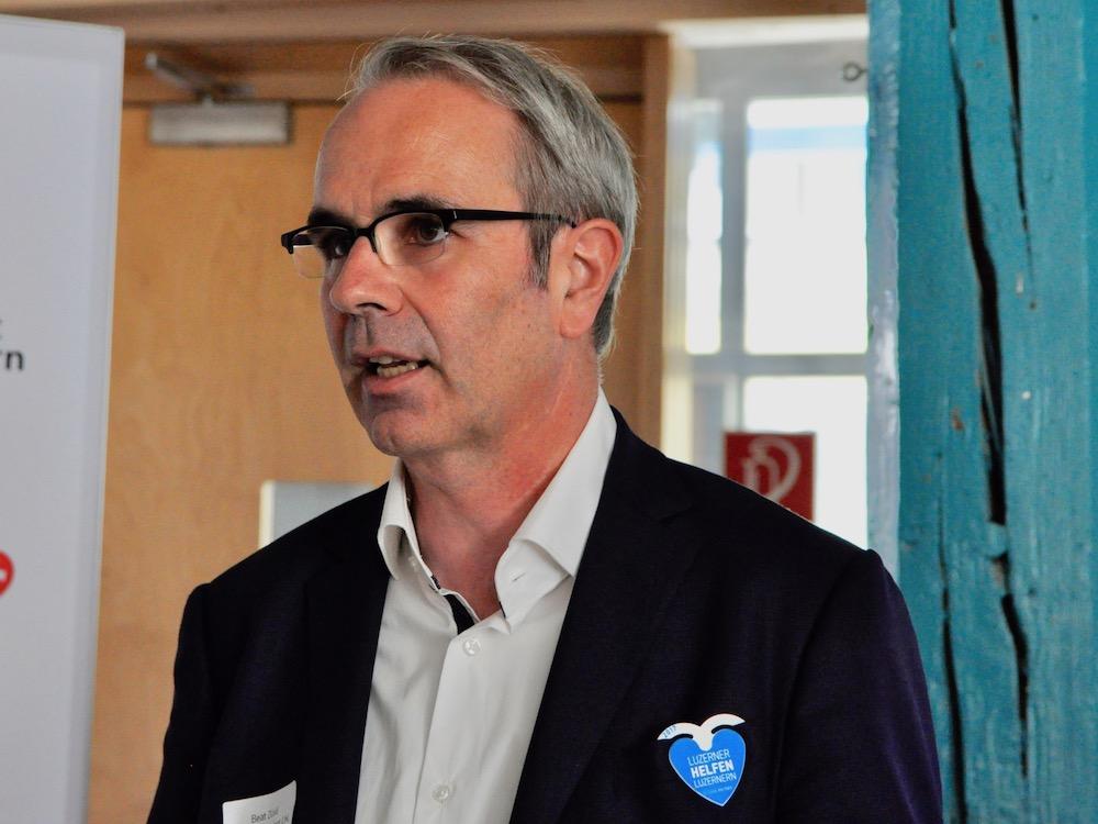 Stadtpräsident Beat Züsli gibt Auskünft über den Verein «Luzerner helfen Luzernern».