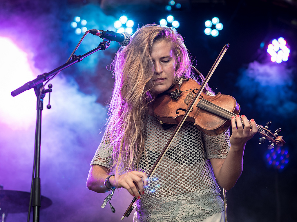 Hannah Epperson: ausdrucksstarker Pop mit Geige und Loopgerät.