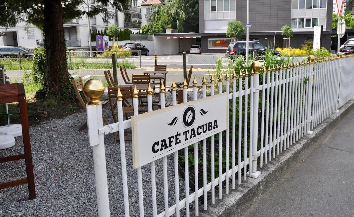 Im Café Tacura gibt's frisch gerösteten Kaffee, direkt am Freigleis.