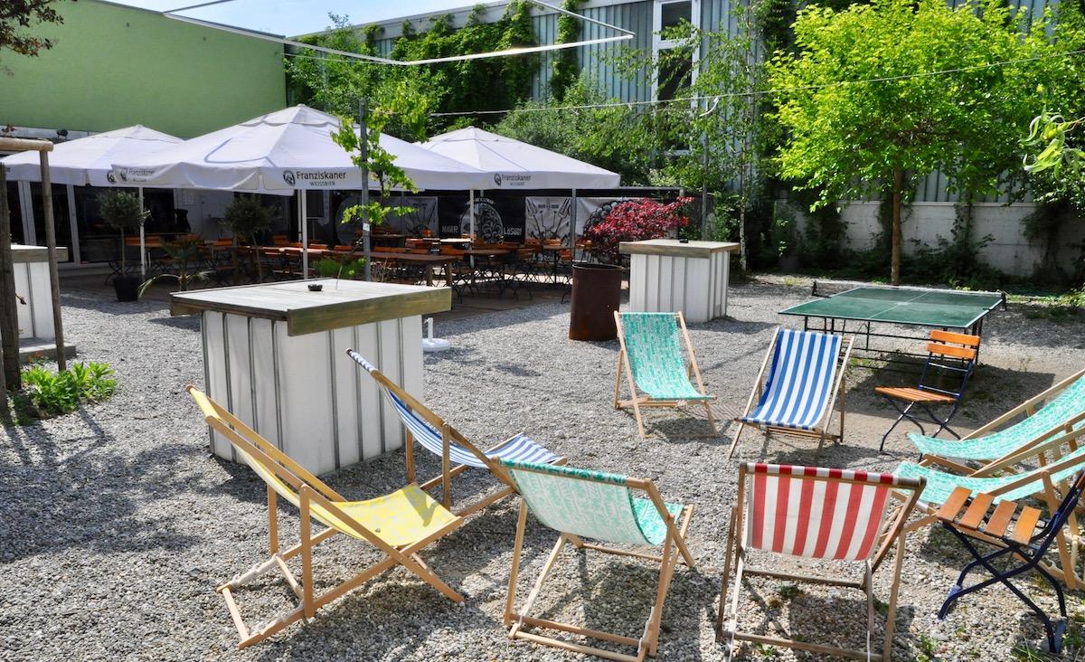 Im Garten des Treibhauses Luzern lässt sich verweilen.