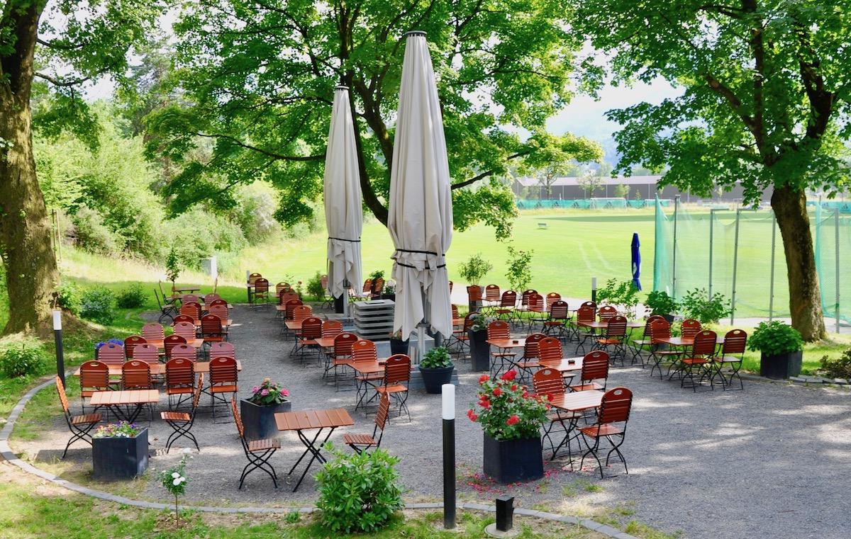 Das «Accademia» in der Allmend – viel grün beim italienischen Restaurant.