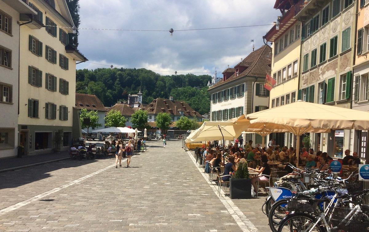 Am Mühleplatz gibt es diverse Cafés.