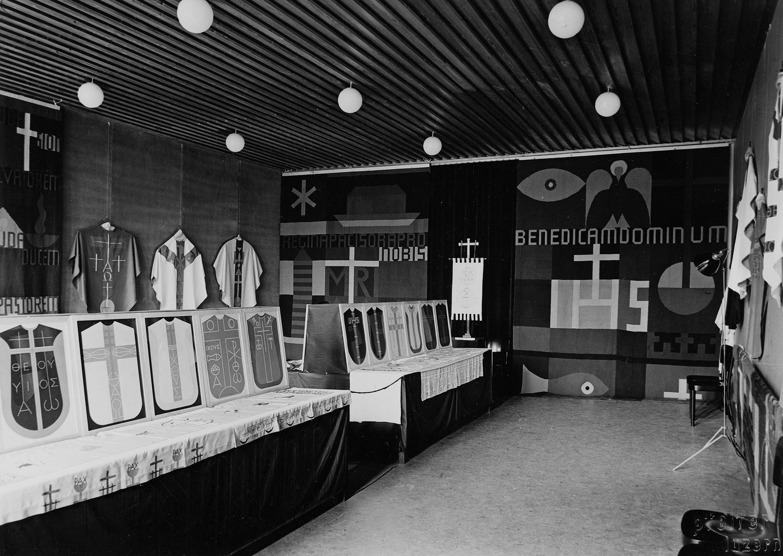 Paramentenausstellung der Kunstgewerbeschule Luzern mit liturgischen Gewändern nach Entwürfen von Max von Moos, Paulusheim Luzern 1937