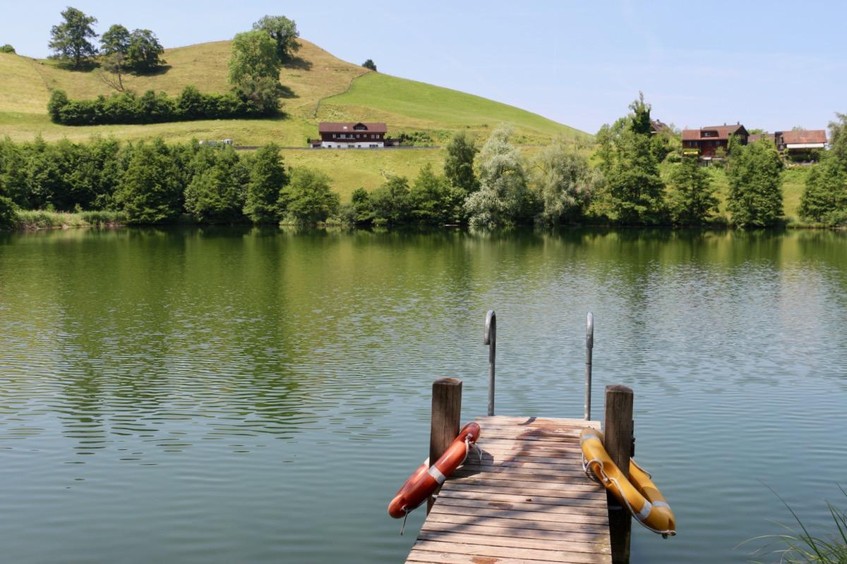 Der Wilersee ist ein bekannter See für Fischer. Baden geht auch, obwohl das Gewässer etwas gar trüb ist für unseren Geschmack.