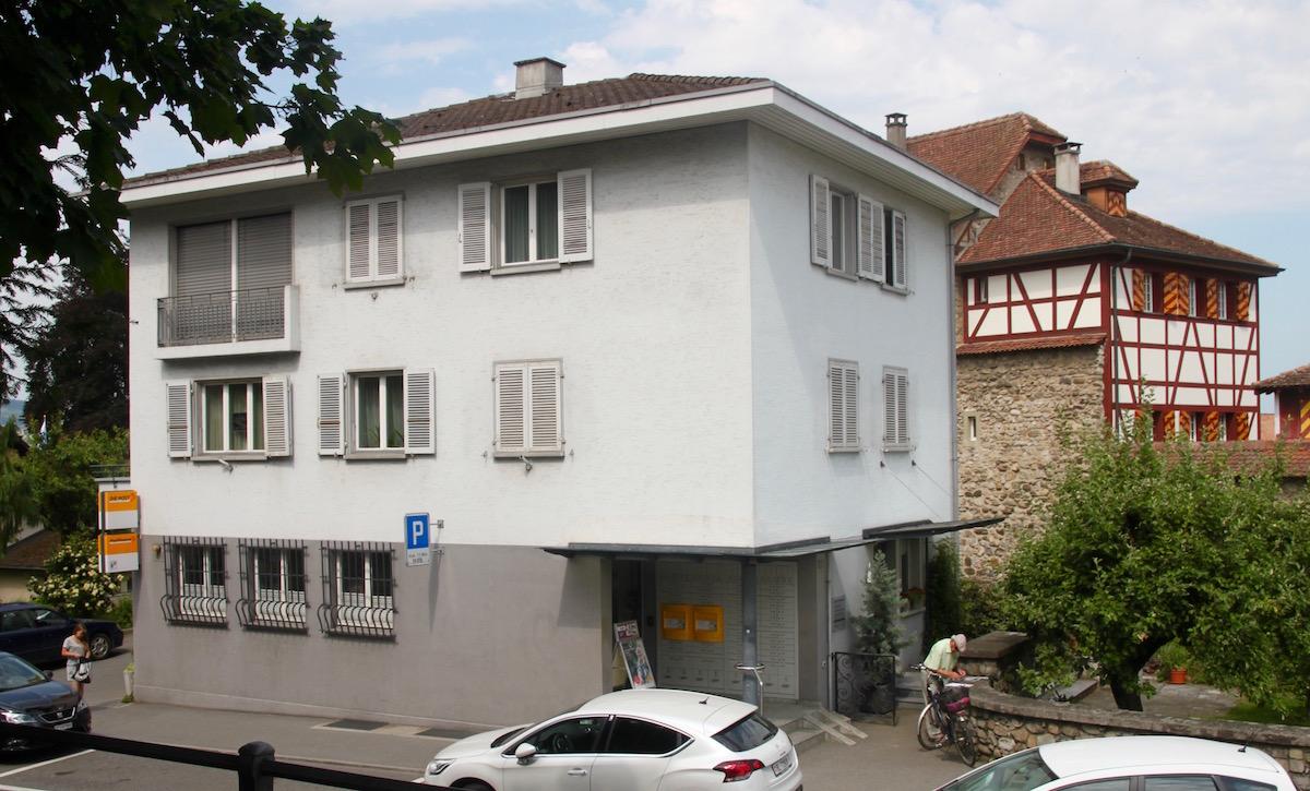 Die Gemeinde Sempach hat das Postgebäude gekauft und will es dem Erdboden gleich machen.