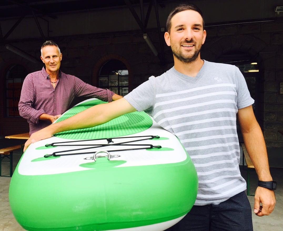 Halten am «genügenden» Board fest: Joe Steiner und Verkaufsleiter Stefan Ulrich.