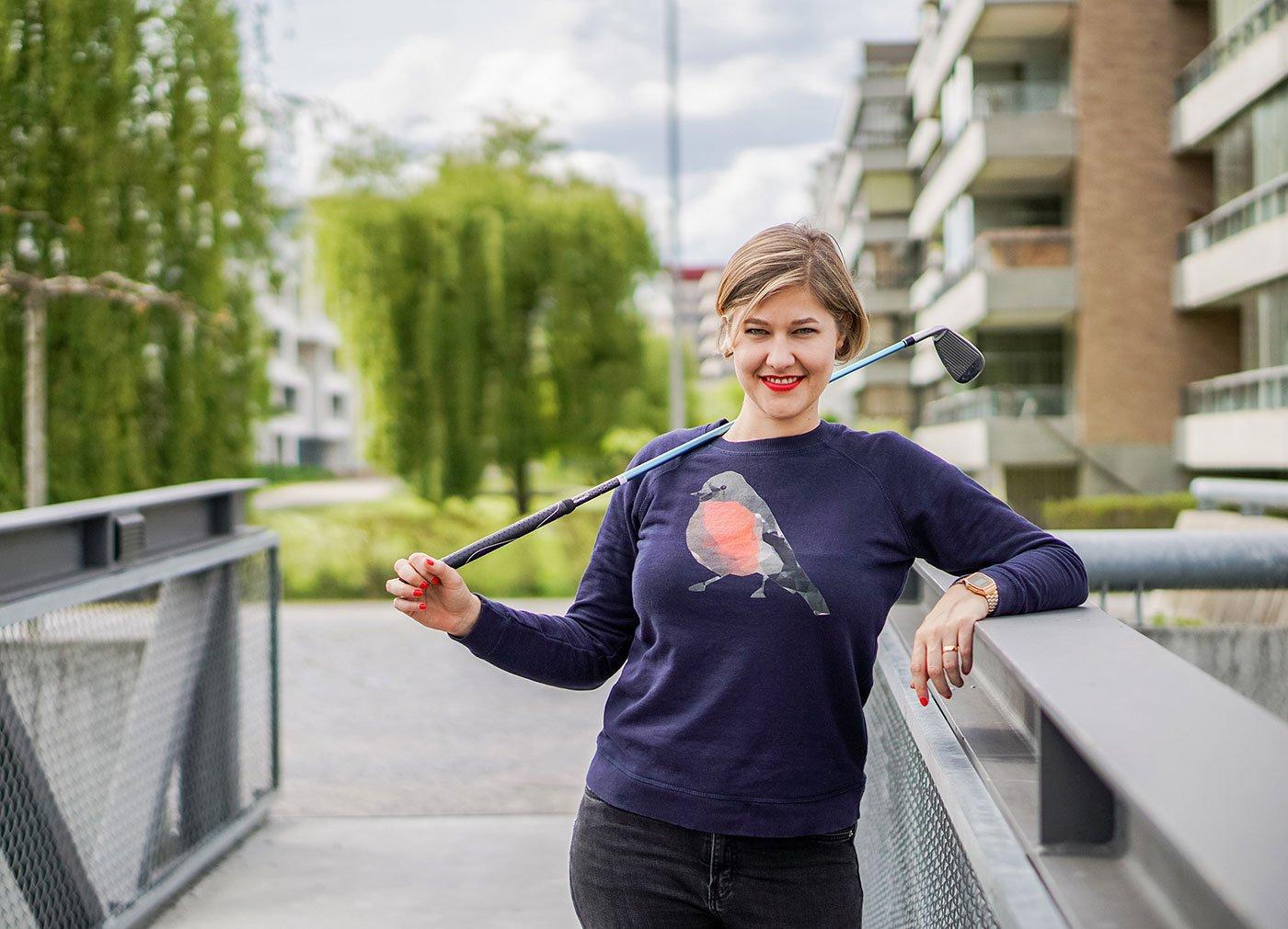 «Ready, Steady, Golf!»: Anic Lautenschlager lernt jetzt Golf spielen.