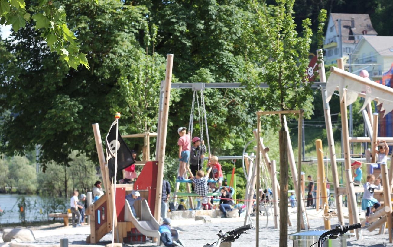 Im GebietReusszopf– wo die Kleine Emme in die Reuss fiesst – können sich die Kinder auf einem Spielplatzmit Piratenschiff und Wasserspielgeräten austoben.