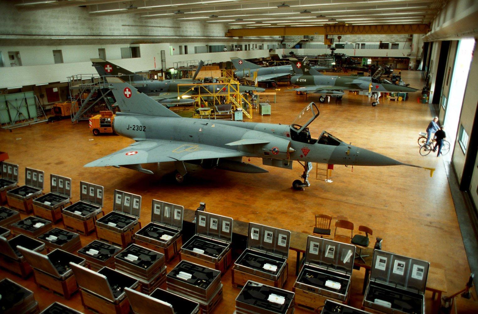 Mirage in Fabrikhalle: Flugzeugwerke Emmen, anno 1994.