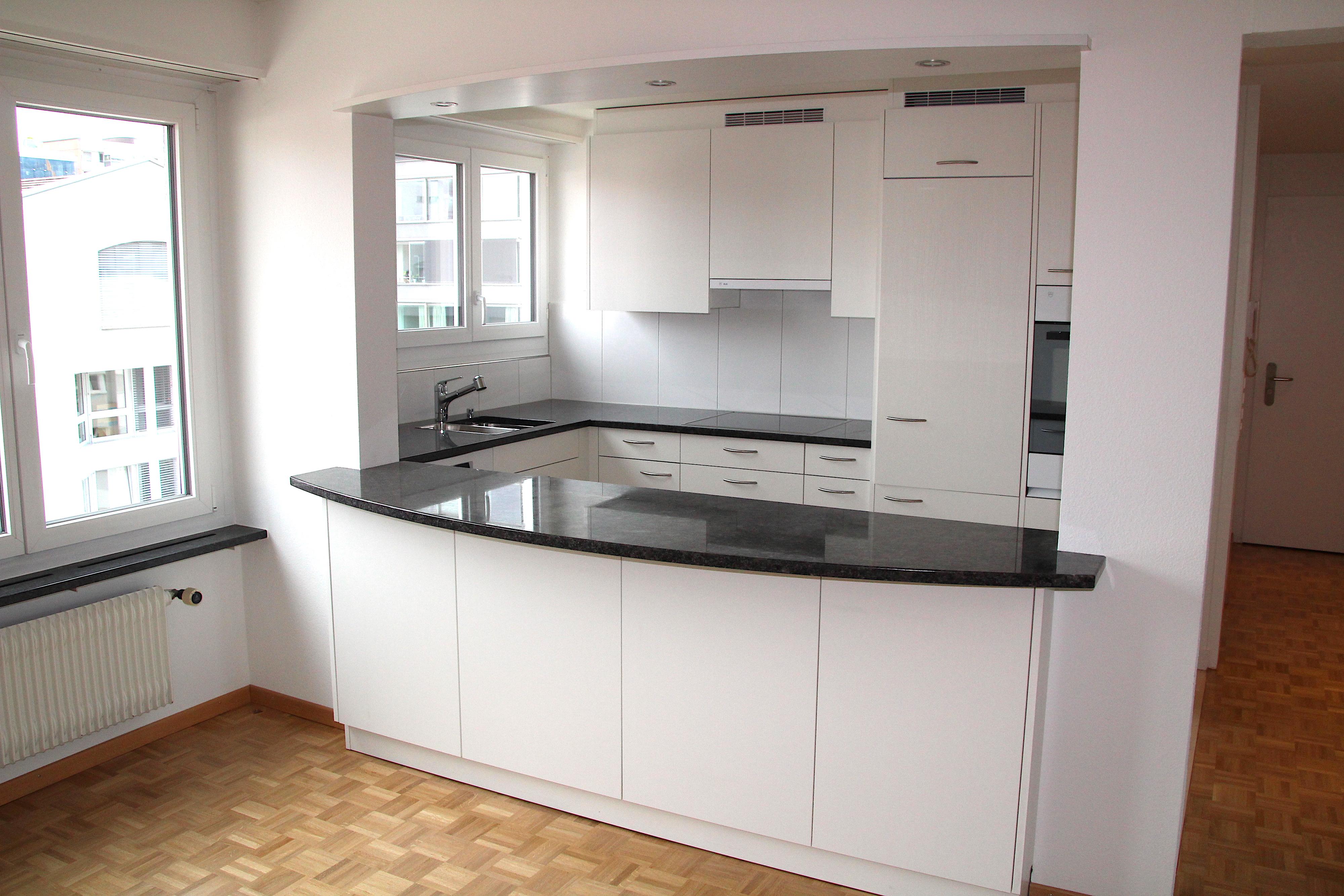 Innen erstrahlt in den sanierten Wohnungen eine moderne Wohnküche mit V-Zug-Geräten.
