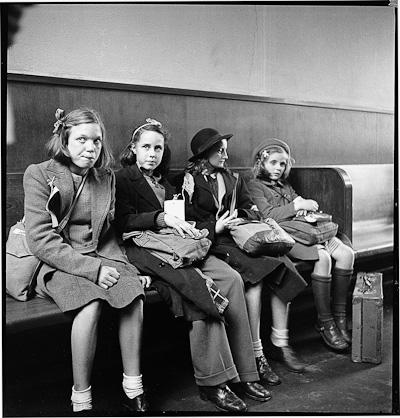 Wartebereich im alten Bahnhof ca. 1945(Bild: Max A. Wyss ©Stiftung Fotodokumentation Kanton Luzern