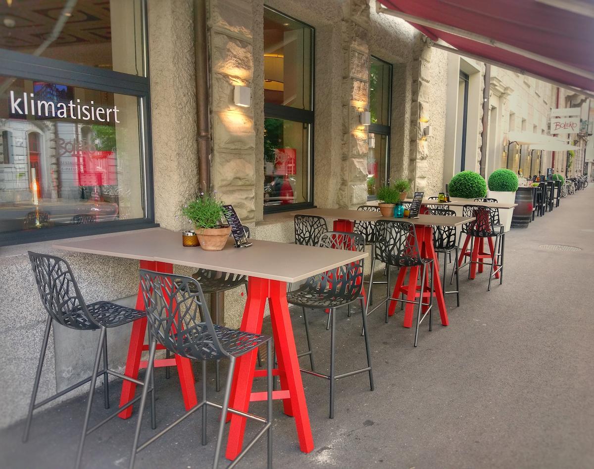 Mehr Plätze, neues Mobiliar: Die Terrasse des Restaurants Bolero.