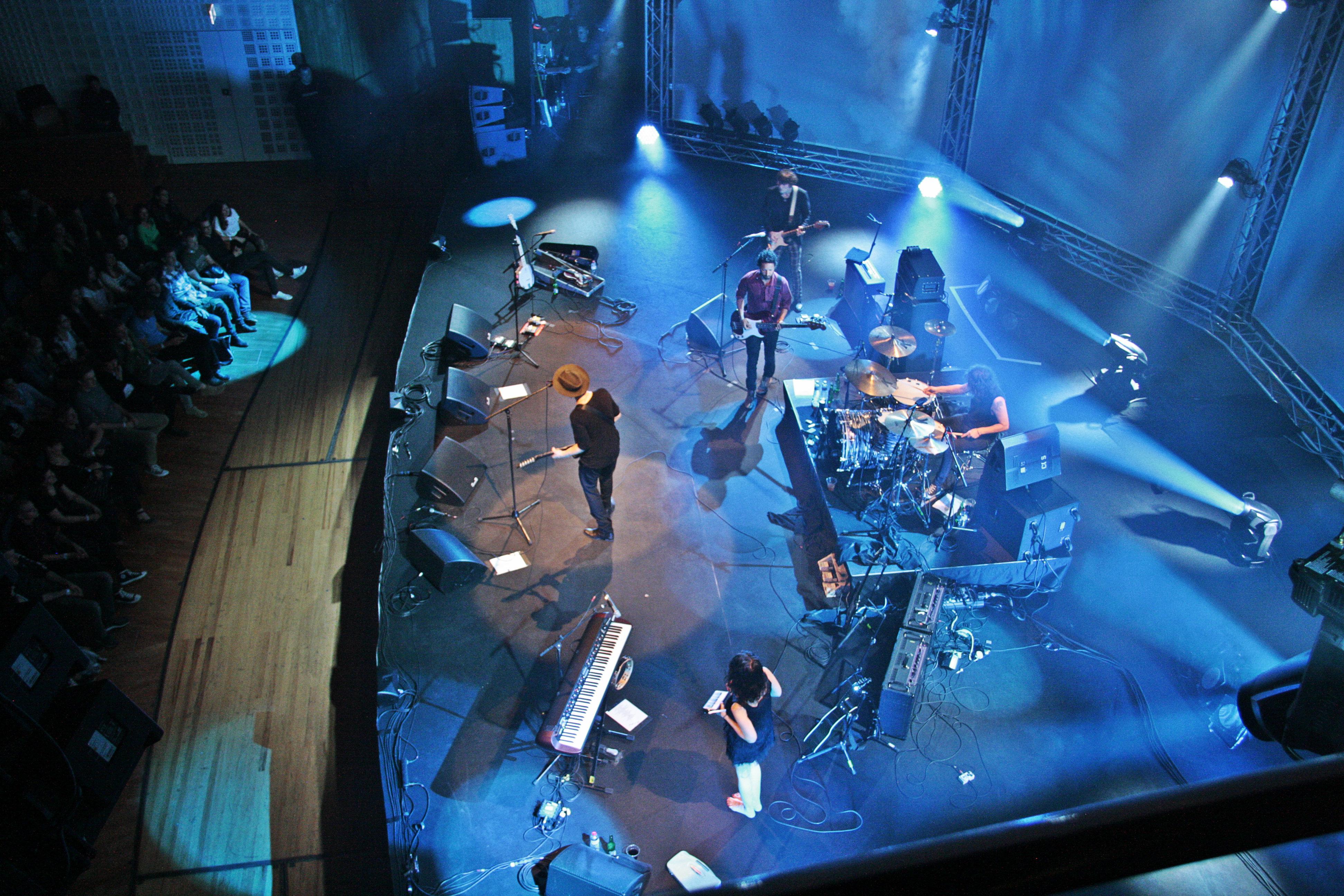 Peter Doherty und seine Band The Puta Madres auf der KKL-Bühne.