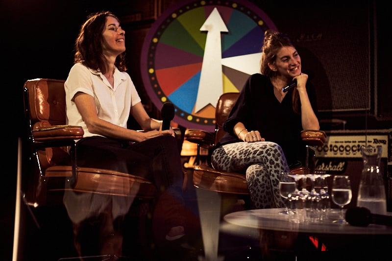 Das Duo Boy – Valeska Steiner und Sonja Glas – am «Meet the Artist» am Samstagabend.