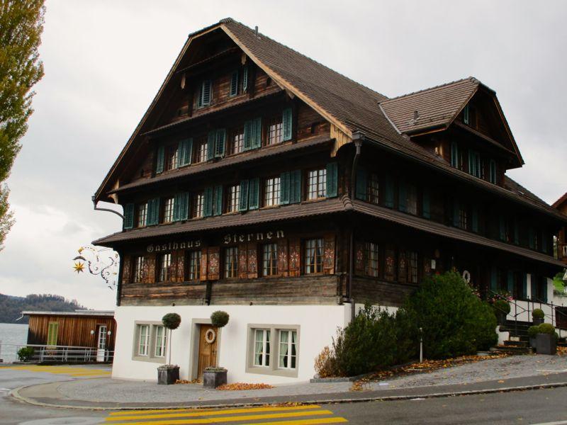 Das Restaurant Sternen an der Dorfstrasse 1 in Walchwil steht seit knapp vier Monaten leer.