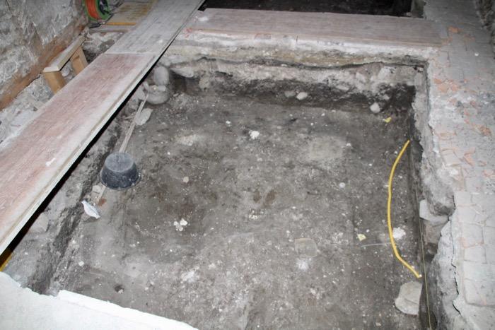 Einen halben Meter tief wurde im Namen der Forschung gegraben. Bald soll hier drunter ein Kellergeschoss entstehen.