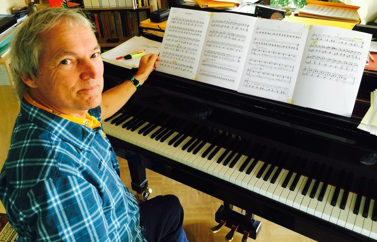 Als erster Schweizer durfteJohn Wolf Brennan fürs Alpentöne-Blasorchester komponiere.