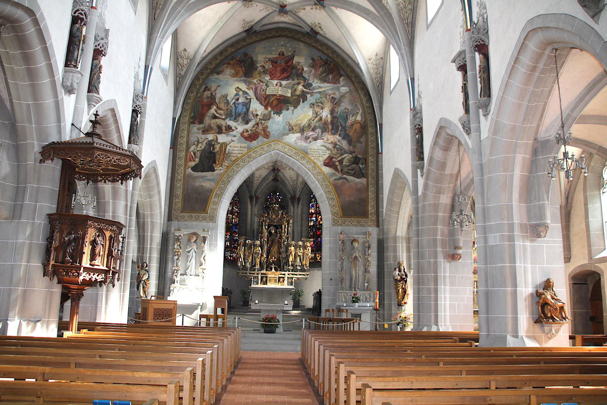 Grandiose Gratis-Szenerie: Die St.Oswald-Kirche in Zug.