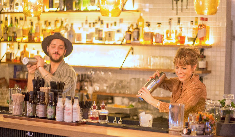 Wären auch Gastgeber im «Jabob»: Janosch Marini und Judith Lauber, die Cocktailmixer im Karel Korner.