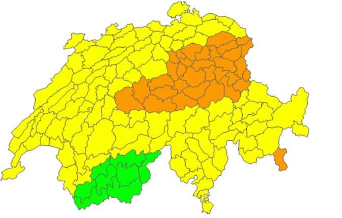 Die Wetterprognose von Meteoschweiz: Die Innerschweiz und die umliegenden Regionen bilden eine grosse braune Fläche, man erwartet hier Dauerregen.