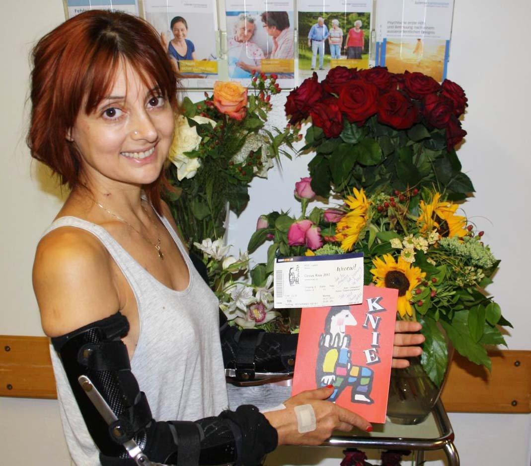 Blumen und Karten anderer Knie-Artisten zeugen von der Beliebtheit des Schweizer Nationalzirkus.