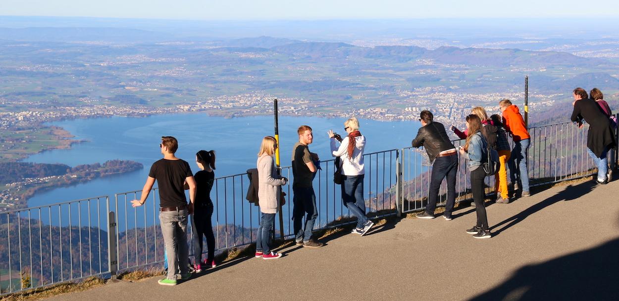 Bei schönem Wetter reicht vielen Touristen die Aussicht von der Rigi als Attraktion, doch bei schlechtem Wetter sehen die Touristiker noch grossen Verbesserungsbedarf.