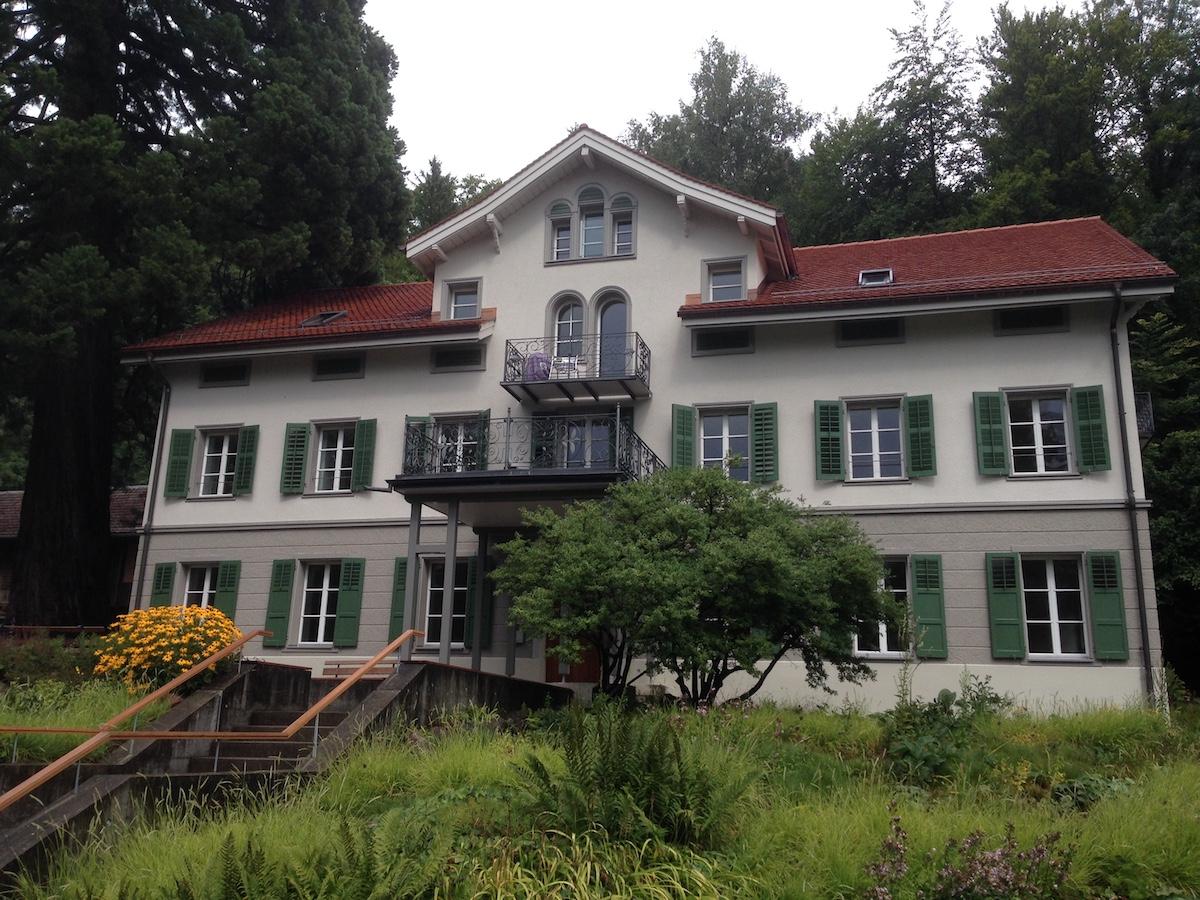 Hier, im ehemaligen Personalhaus des früheren Heilbads, wohnen heute die Langzeitgäste.