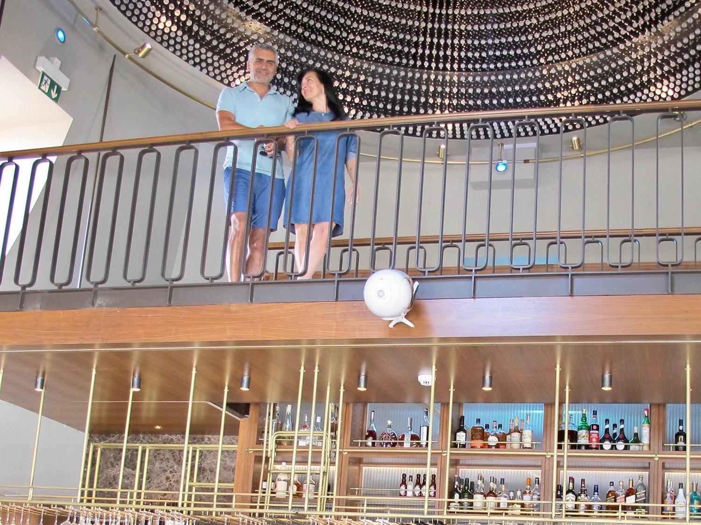 Das Gastronomen-Paar Hülya und Erdal Sezer in der «Suite».