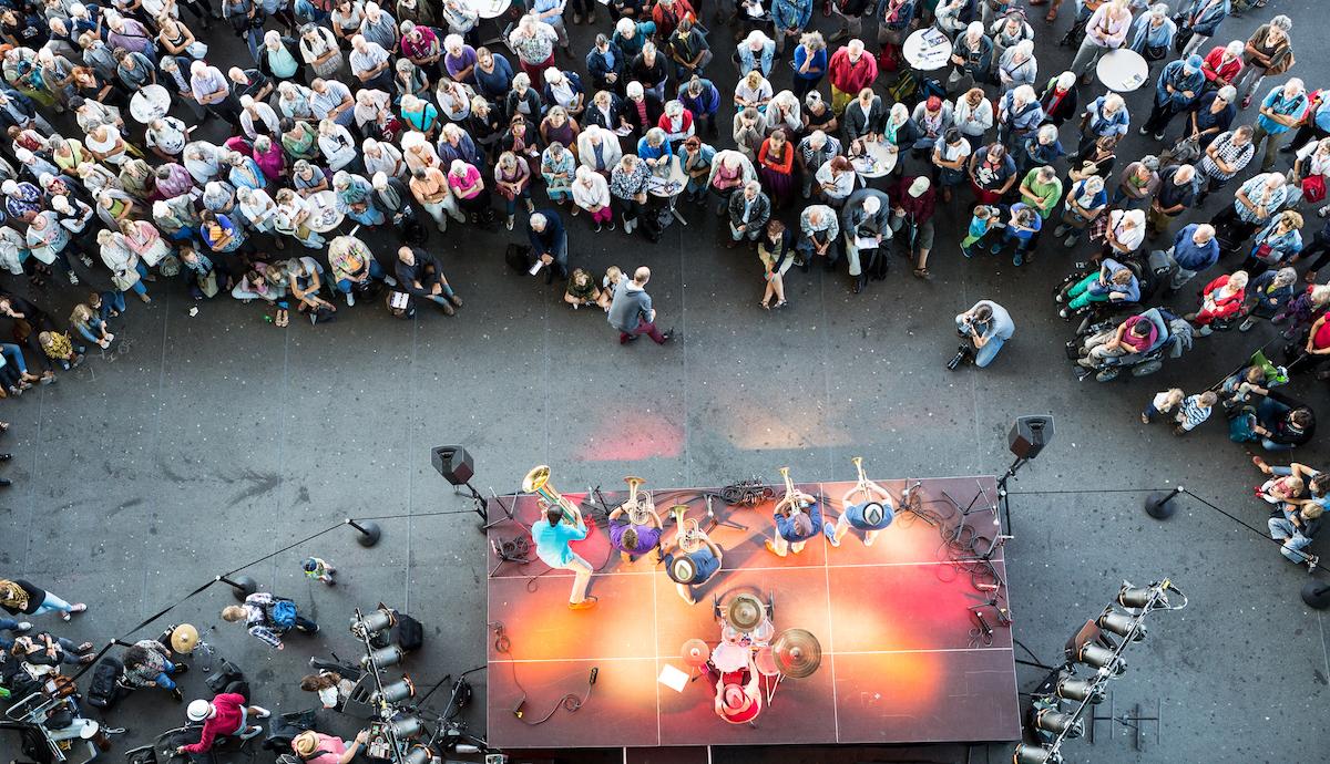 Musik mit dem direktesten Feedback: Gratis-Musik im Rahmen des Lucerne Festival, hier vor dem KKL.