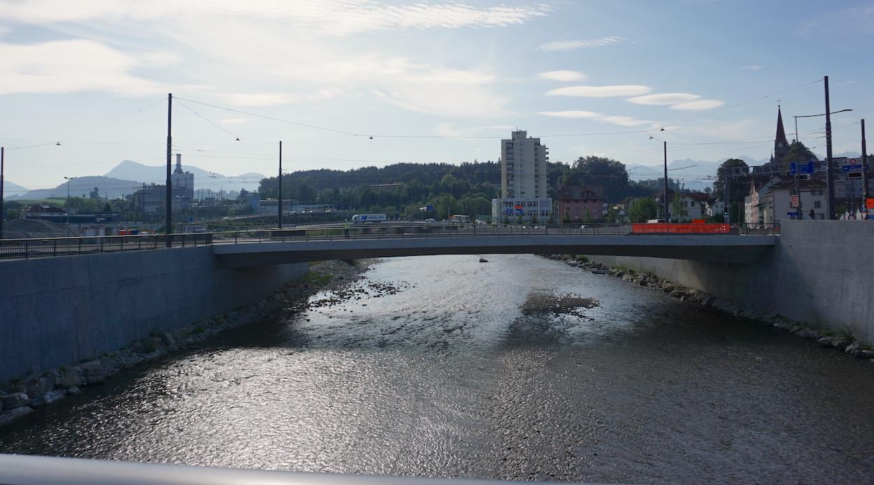 Die mittlere der drei Brücken – sie heisst Untere Zollhausbrücke – ist bald Velos und Bussen vorbehalten.