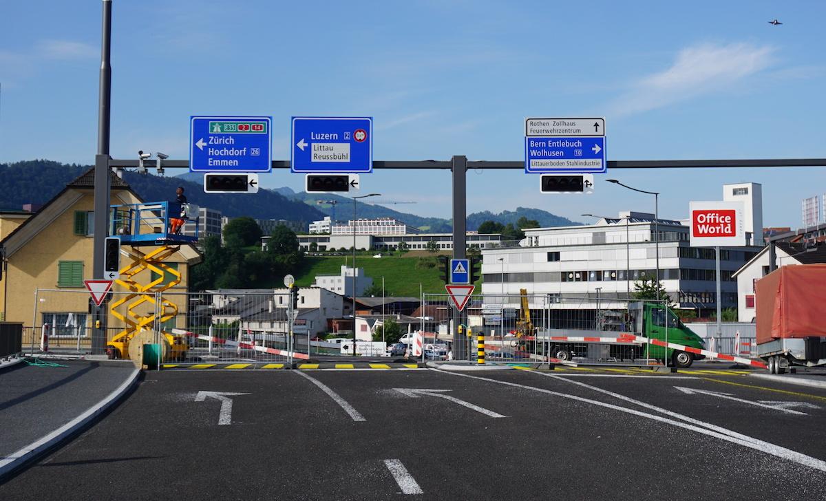 Bald wieder offen: Die dreispurige Strecke auf der Oberen Zollhausbrücke.