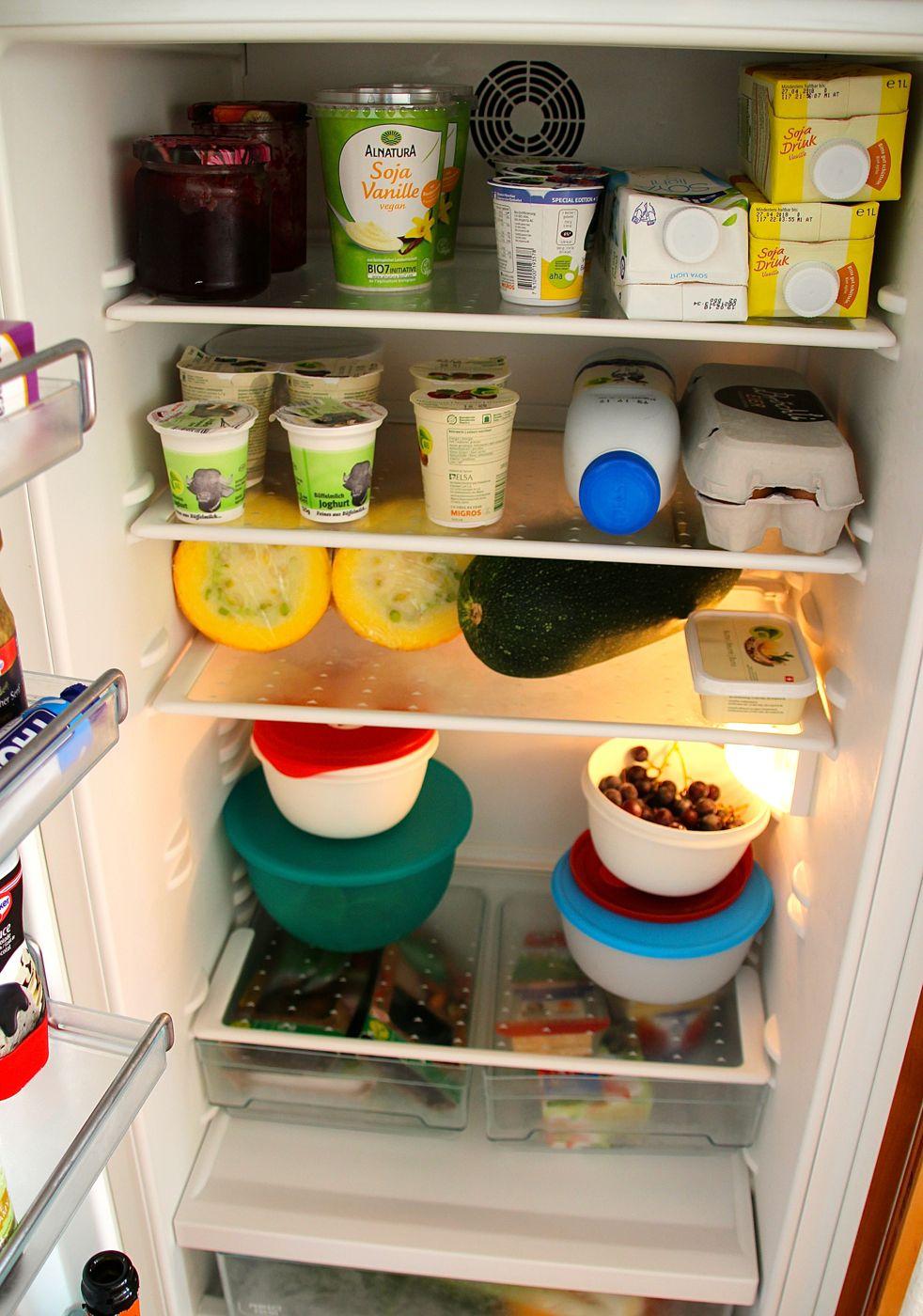 Der WG-Kühlschrank der Familie Wicki. Zuoberst ist das Vegifach von Giulia Wicki.