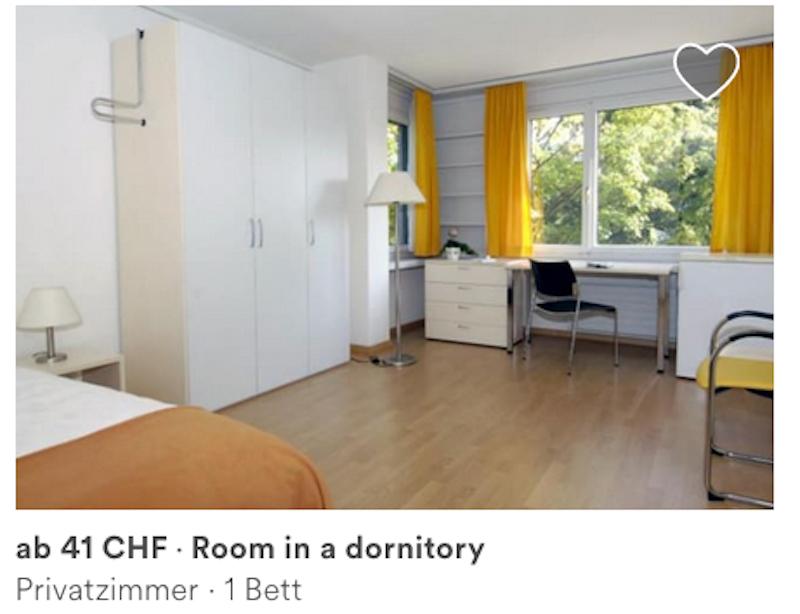 Ein Bild des Zimmers im Schlafsaal – inklusive Schreibfehler.