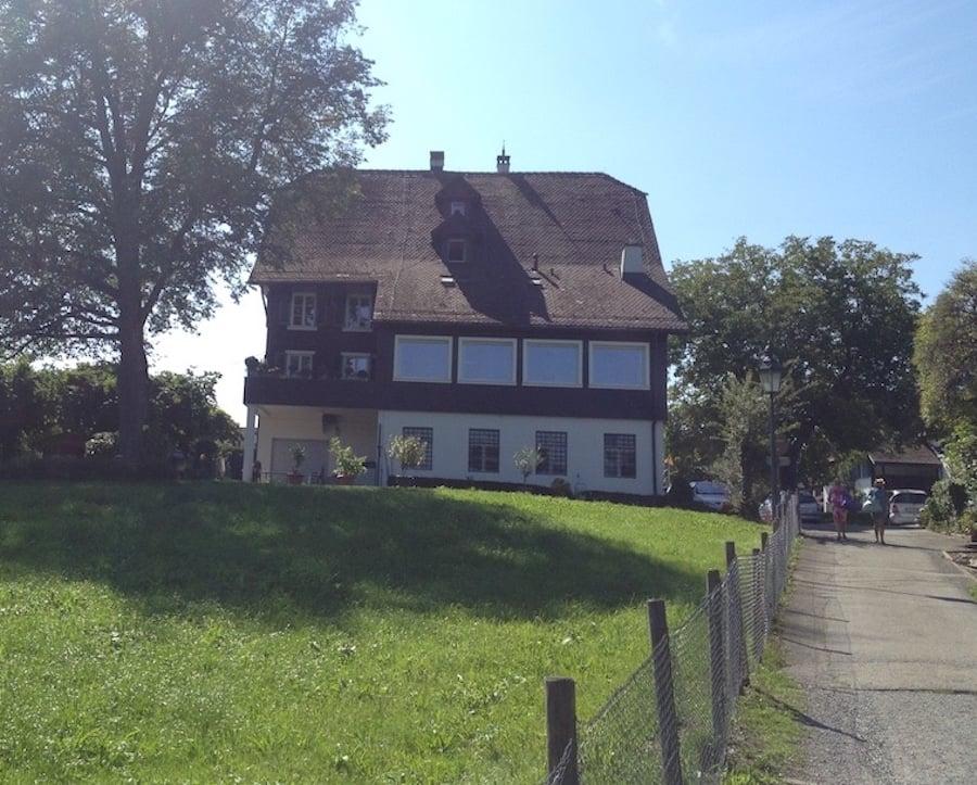 Das Restaurant Wildenmann steht gleich oberhalb der Badi.