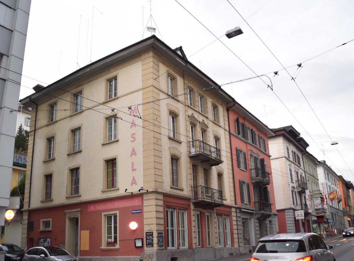 Die beiden Gebäude zwischen Zürichstrasse und Steinenstrasse sollen einem Neubau weichen.