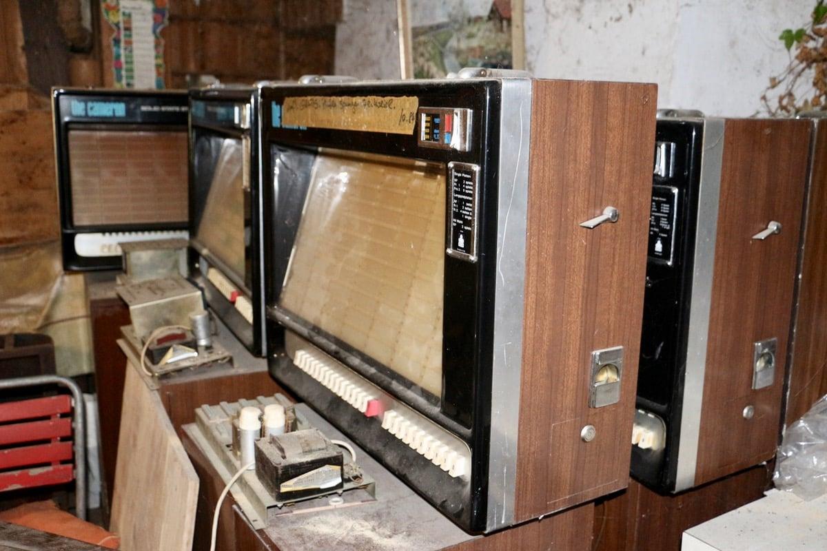 Auch einige Jukeboxen erhoffen sich, bald wieder Musik spielen zu können.