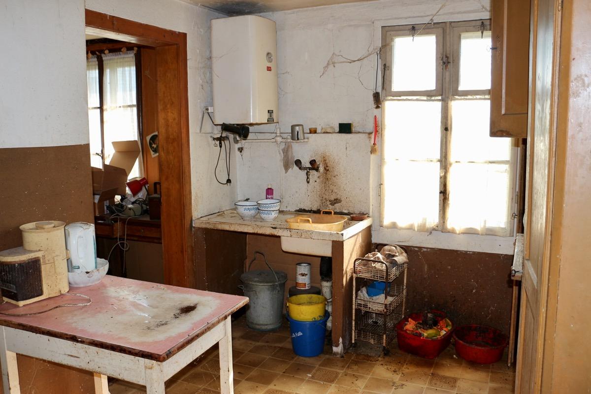 Weiss' Küche wird nicht zum Kochen benützt. Der Mann ernährt sich seit 30 Jahren ausschliesslich von Rohkost.