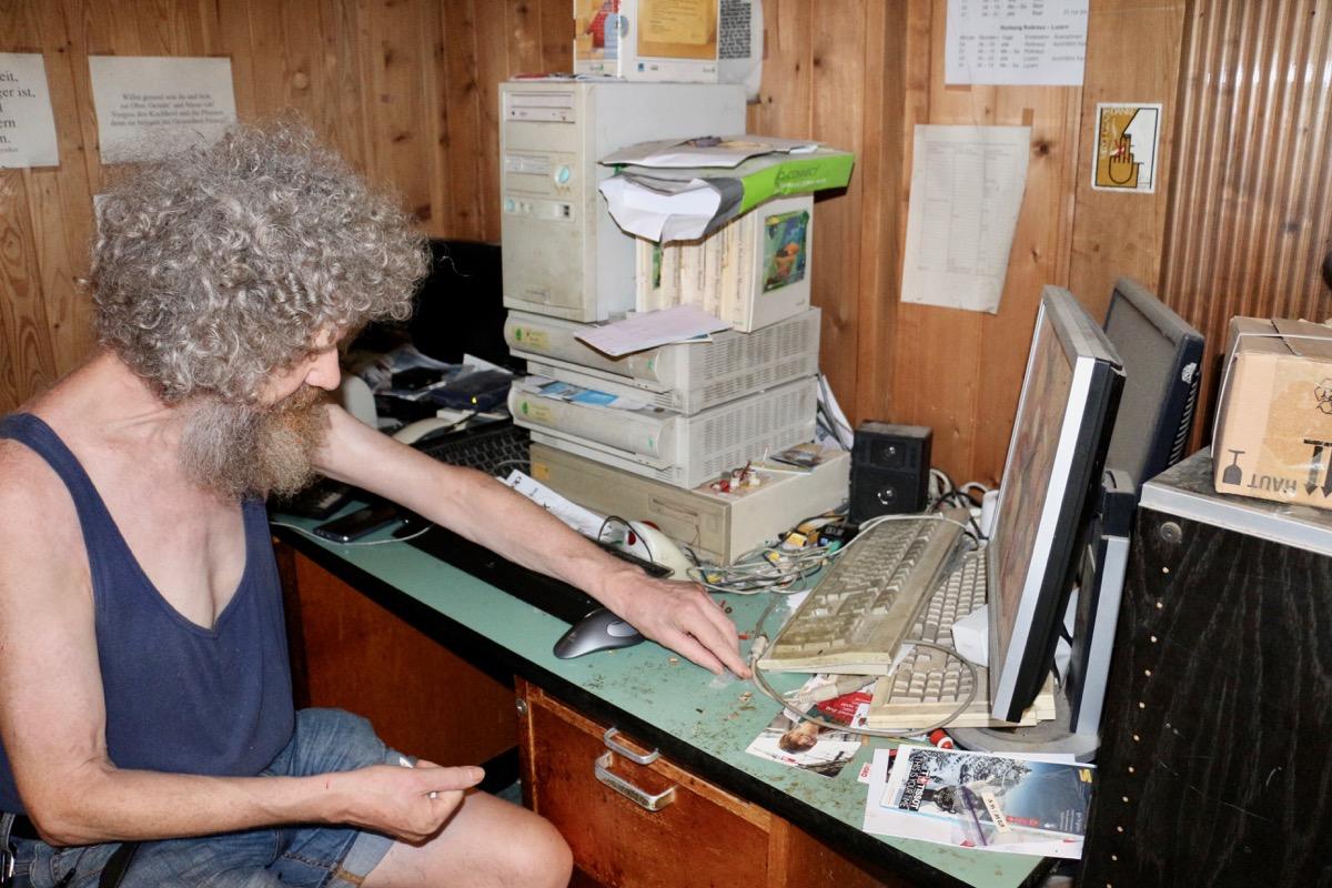 Niklaus Weiss an seinem Arbeitsplatz.