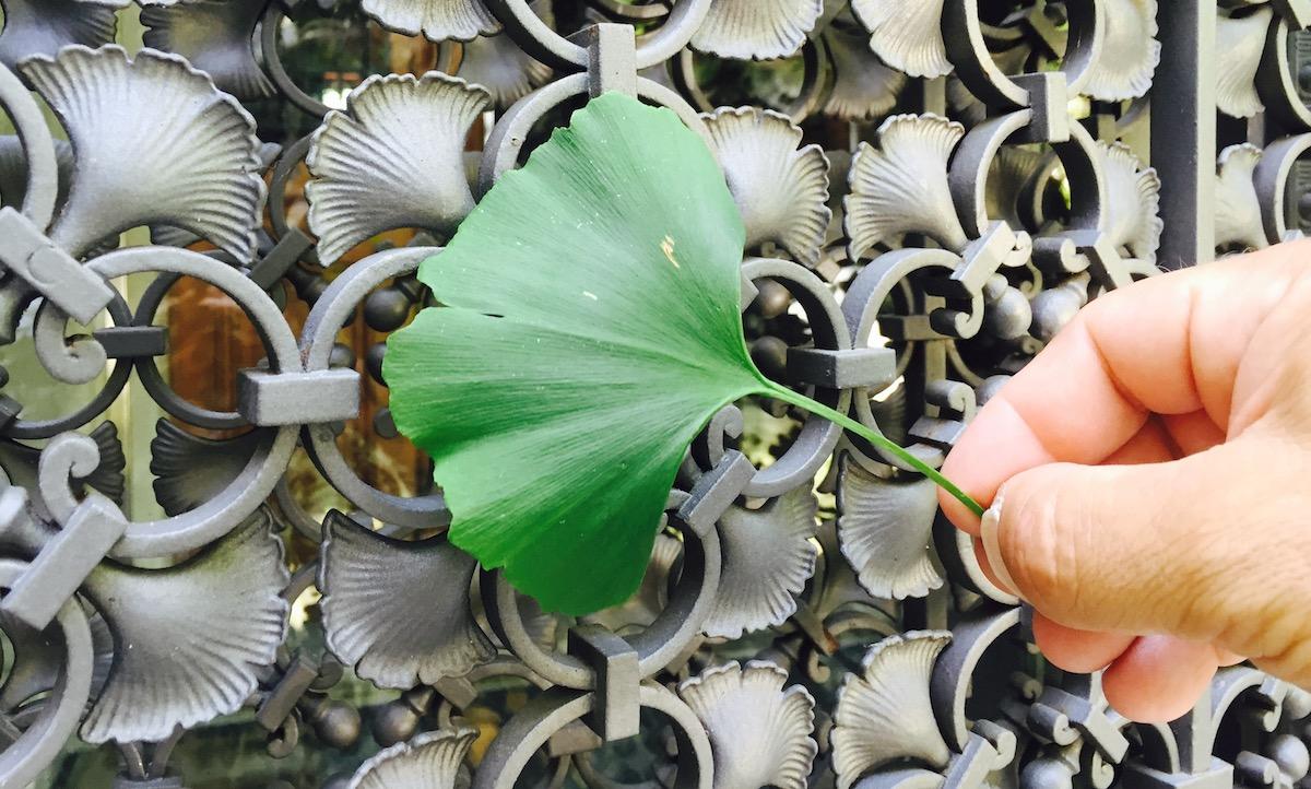 Das Blatt des Ginkgobaumes findet sich überall in der Dekoration wieder.