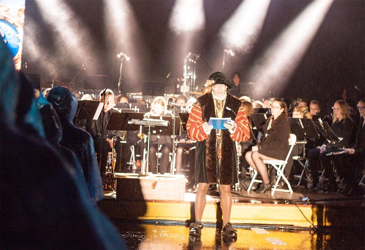 Die Darbietung in Beromünster ist eine Mischung aus Schauspiel, Musik, Ton- und Lichtshow.