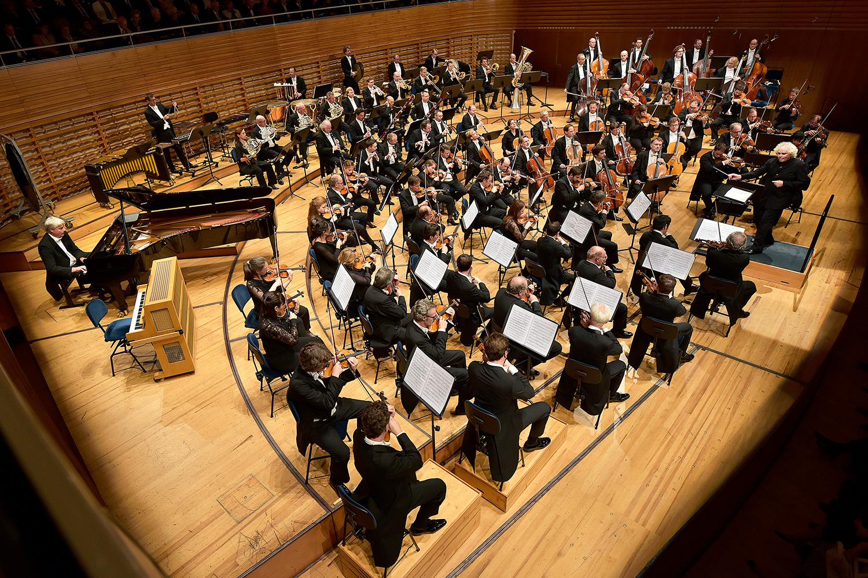 Die Berliner Philharmoniker unter der Leitung von Sir Simon Rattle am Donnerstagabend am Lucerne Festival.