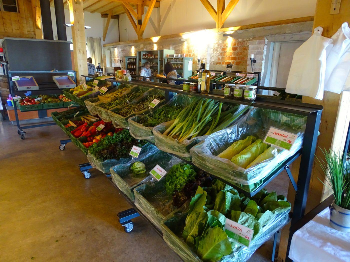 Der Hofladen des Biohofs Zug: Direktverkauf von Gemüse und Obst.