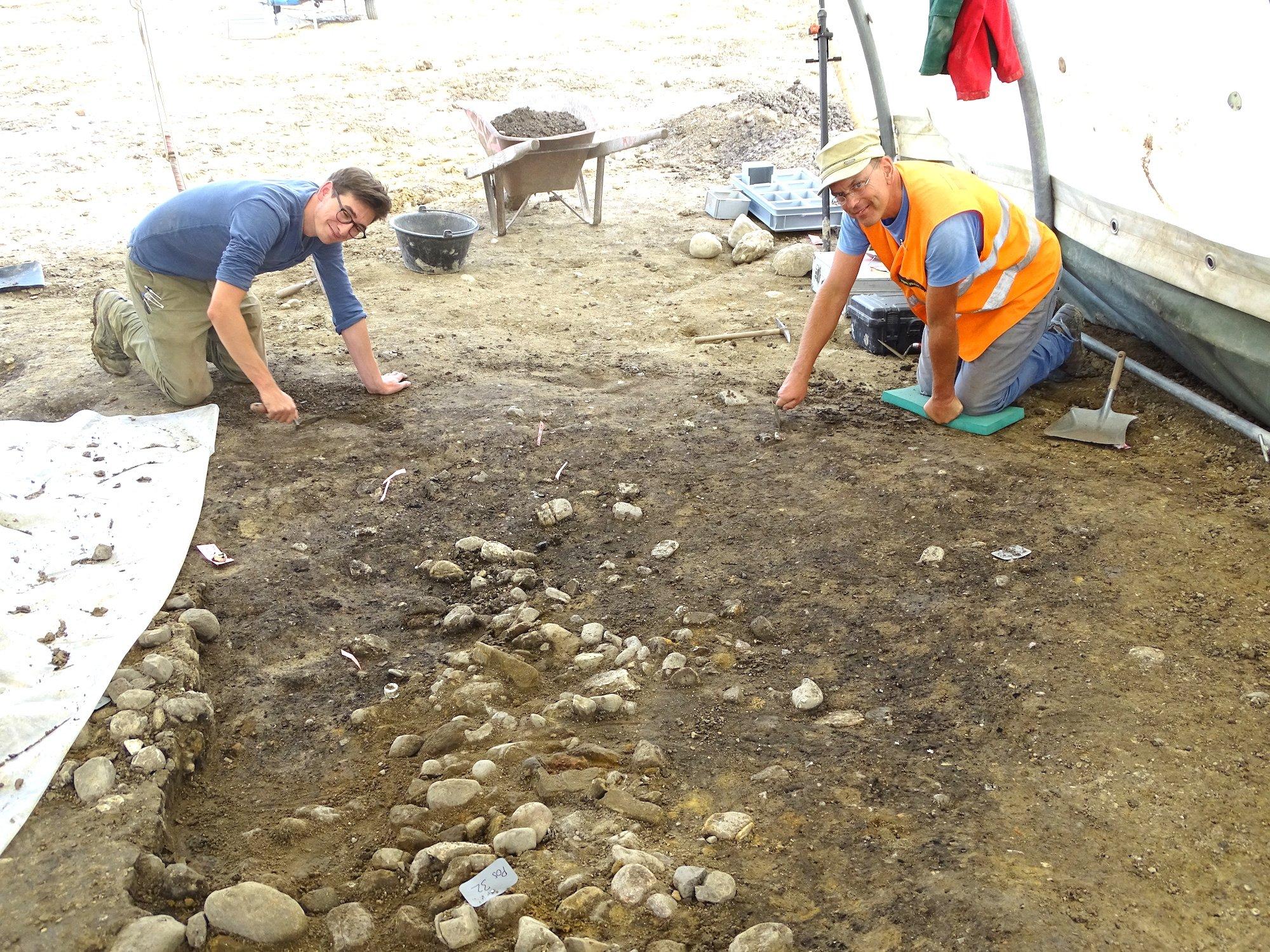 Auf den Spuren der jüngeren Eisenzeit: Zuger Archäologen buddeln derzeit auf der Tangente-Baustelle.
